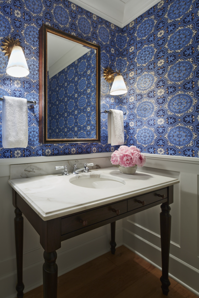 blue medallion wallpaper bath