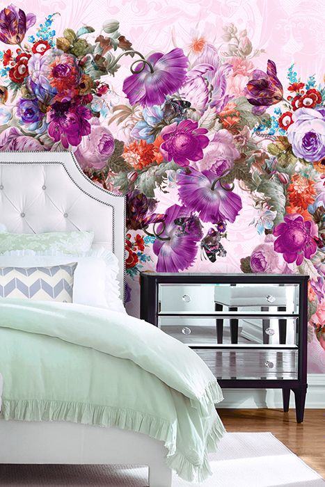 Big scale floral on the wall